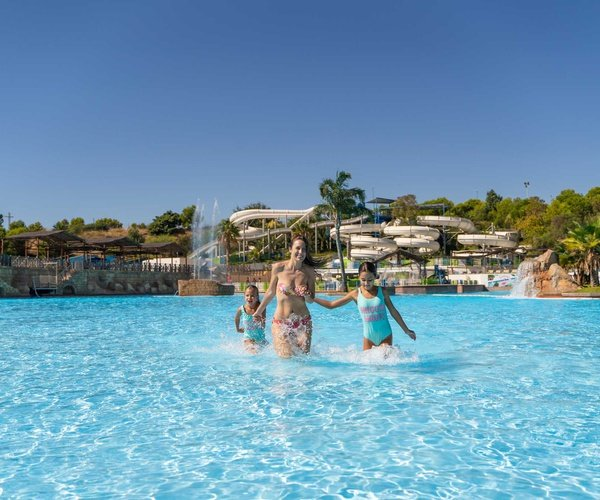 Services surprenants magic natura animal, waterpark resort benidorm