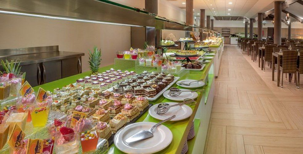 Restaurant buffet magic natura animal, waterpark resort benidorm